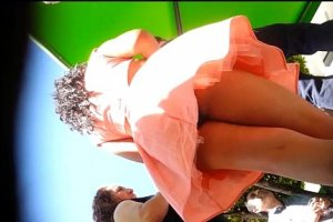 Upskirt frontal a teen caliente